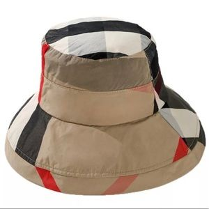 Burberry print bucket hat NEW!!